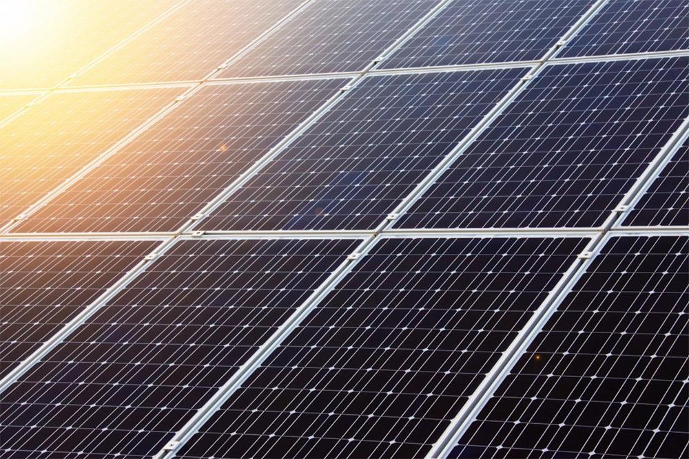 Zonne-energie opslaan in accu's